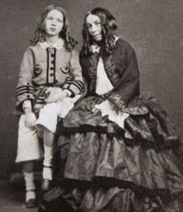 Elizabeth Barrett Browning, and her son Robert Wiedemann Barrett Browning, 1860