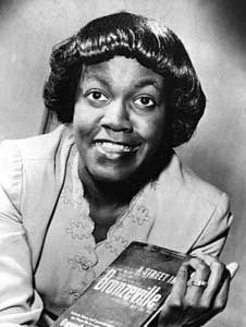 brooks gwendolyn essay The message of gwendolyn brooks' we real cool we real cool is a short, yet powerful poem by gwendolyn brooks that sends a life learning message to its reader.