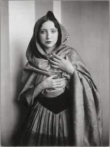 Anaïs Nin in Wrap