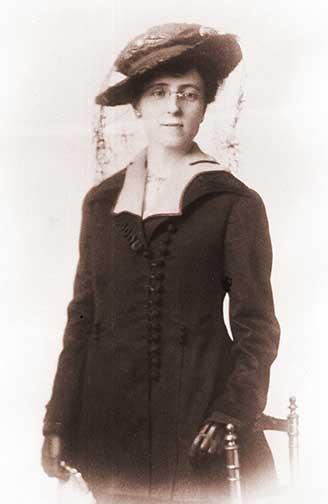L.M. Montgomery Age 43