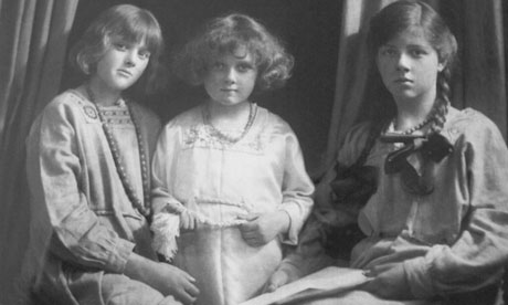 Daphne, Jeanne and Angela du Maurier in 1917