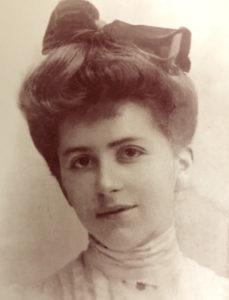 Isak Dinesn) in 1903