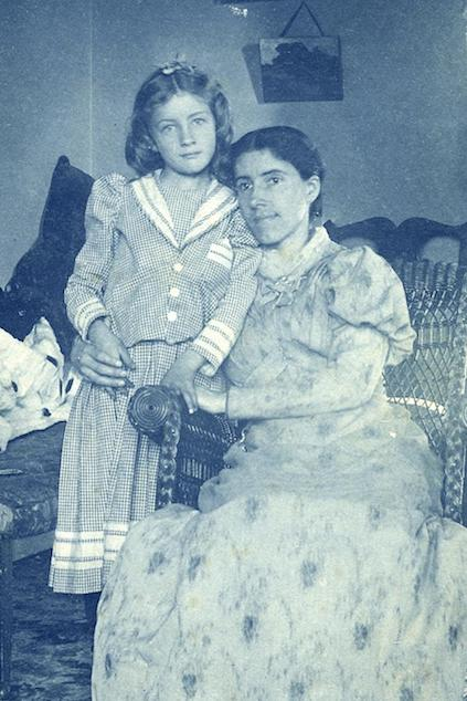 Charlotte Perkins Gilman and her daughter Katharine in 1893