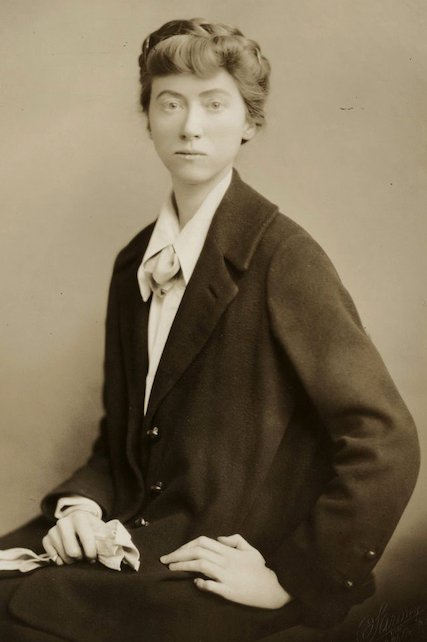 poet Marianne Moore young