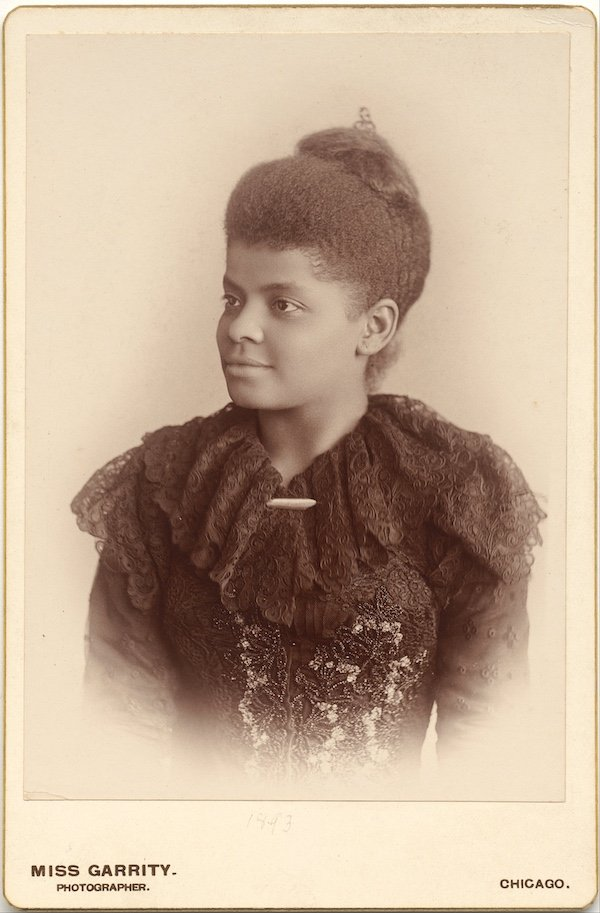 Ida B. Wells-Barnett full portrait2